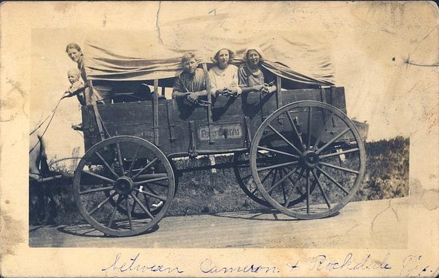 stará fotografie, rodina, vůz
