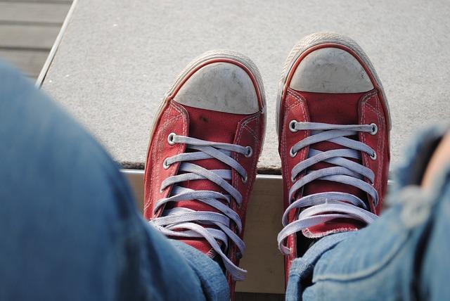 červené pláěné boty