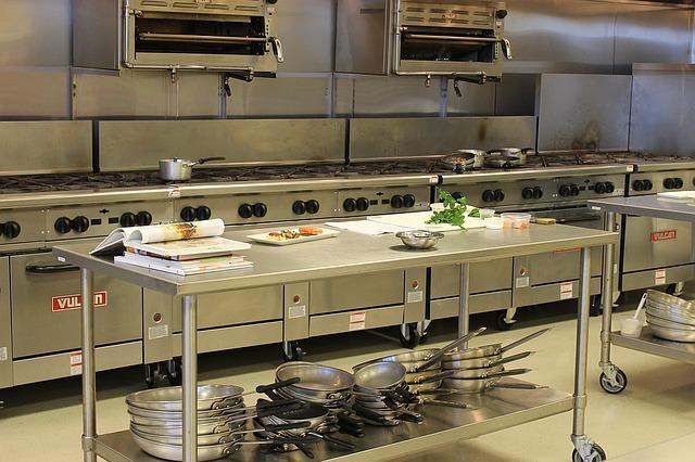 velká nerezová kuchyně