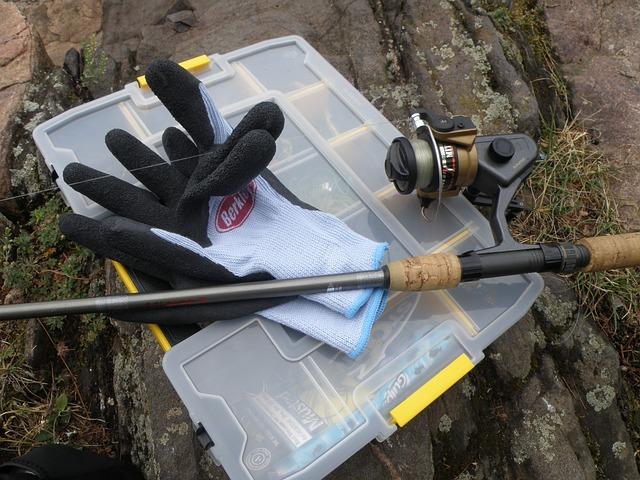 rukavice, prut, návnady, krabička