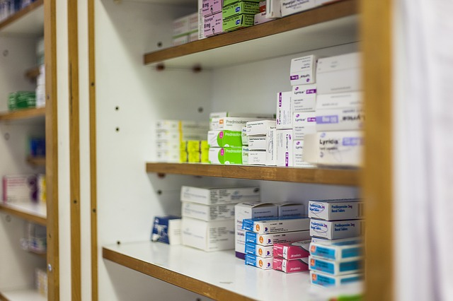 léky, skříňka