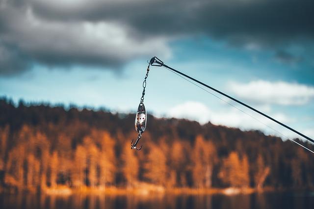 rybářský prut s háčkem