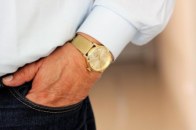zlaté náramkové hodinky