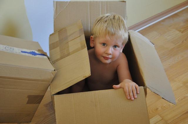 kluk v krabici.jpg