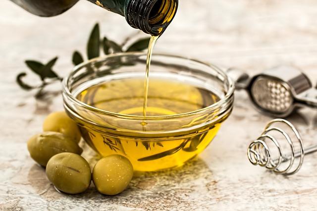 olivový olej na zálivku