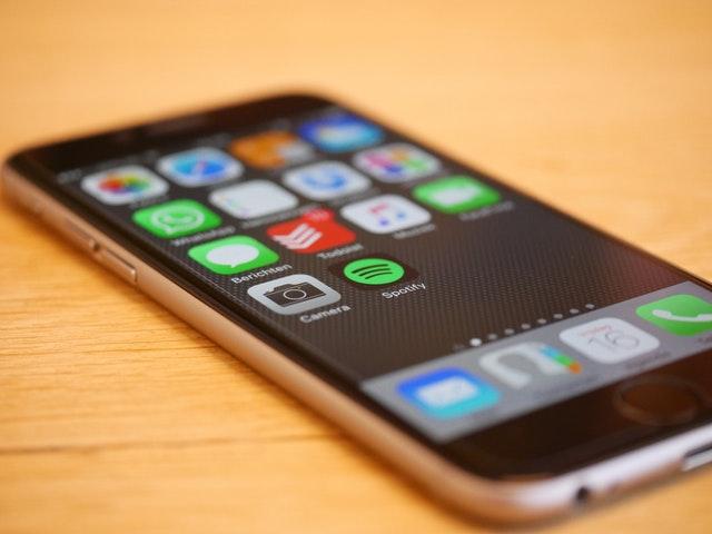 chytrý mobil s internetem