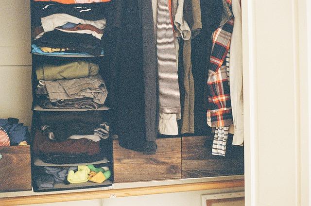 Skříň na oblečení