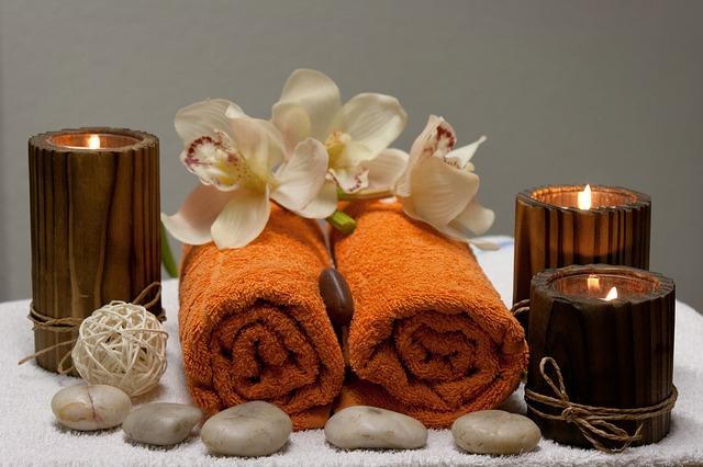 ručníky, svíčky – připraveno pro wellness