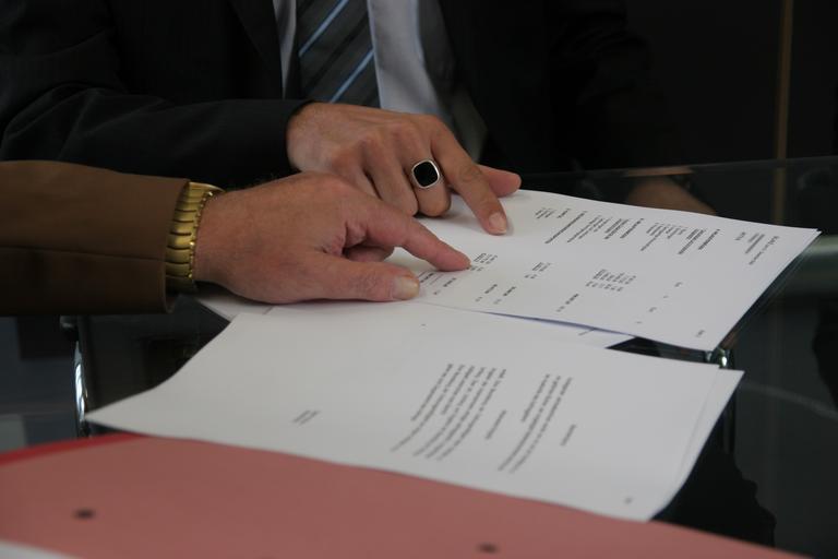 vysvětlování a diskuse nad smlouvou