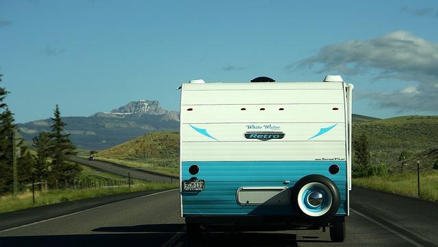 Karavan tažený vozem v USA