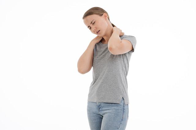 žena s bolavými zády