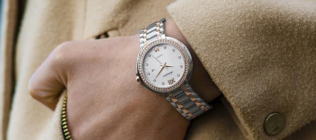 hodinky s bílým kabátem