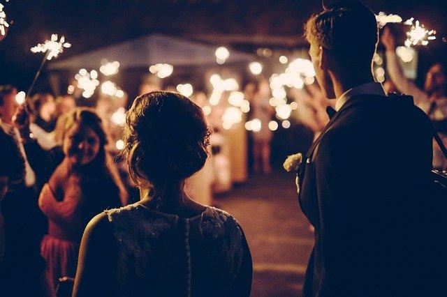 večerní svatební oslava