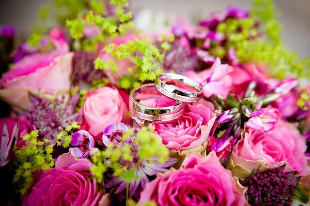 snubní prsteny, kytice