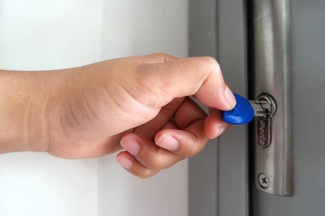 ruka, klíč v zámku