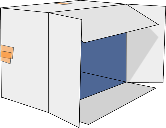 otevřená lepenková krabice