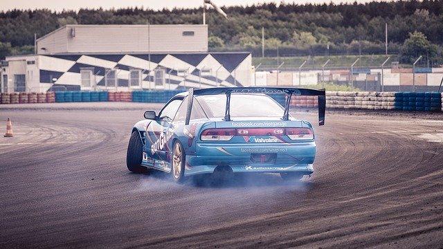 driftování na okruhu